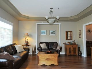 """Photo 3: 10369 ROBERTSON Street in Maple Ridge: Albion House for sale in """"THORNHILL HEIGHTS"""" : MLS®# V1135215"""
