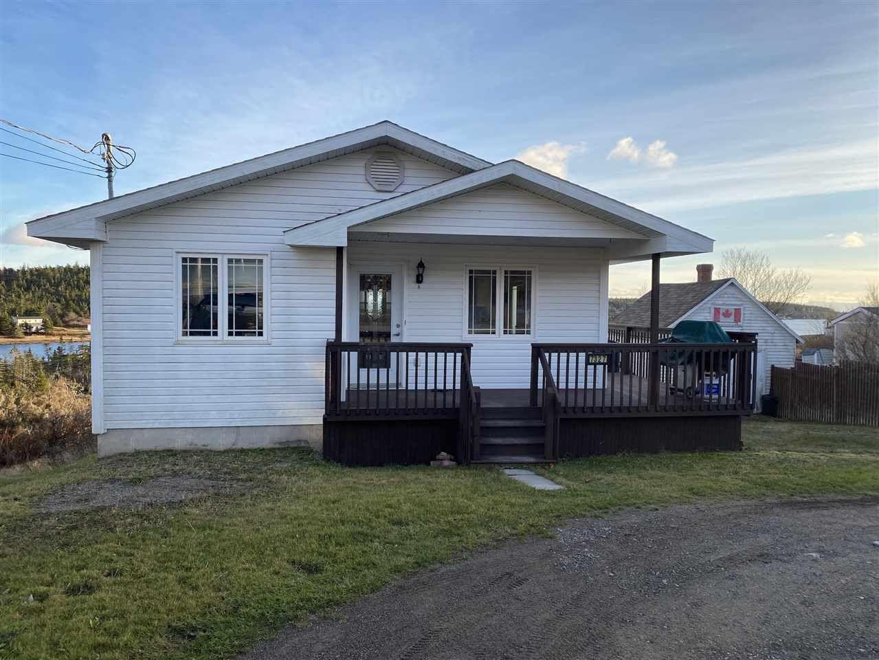 Photo 1: Photos: 7327 Main Street in Louisbourg: 206-Louisbourg Residential for sale (Cape Breton)  : MLS®# 202025505