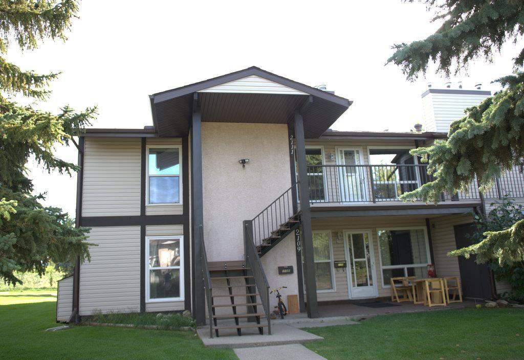 Main Photo: 2111 SADDLEBACK Road in Edmonton: Zone 16 Carriage for sale : MLS®# E4228477