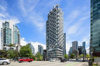 """Photo 2: 2403 620 CARDERO Street in Vancouver: Coal Harbour Condo for sale in """"Cardero"""" (Vancouver West)  : MLS®# R2613755"""