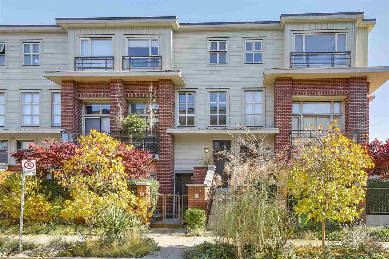 """Main Photo: 2838 WATSON Street in Vancouver: Mount Pleasant VE Townhouse for sale in """"DOMAIN TOWNHOMES"""" (Vancouver East)  : MLS®# R2218278"""