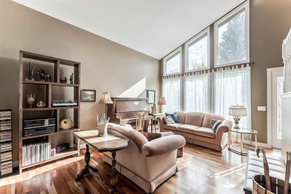 Photo 7: Photos: 84 WOODBROOK Close SW in Calgary: Woodbine Detached for sale : MLS®# A1037845