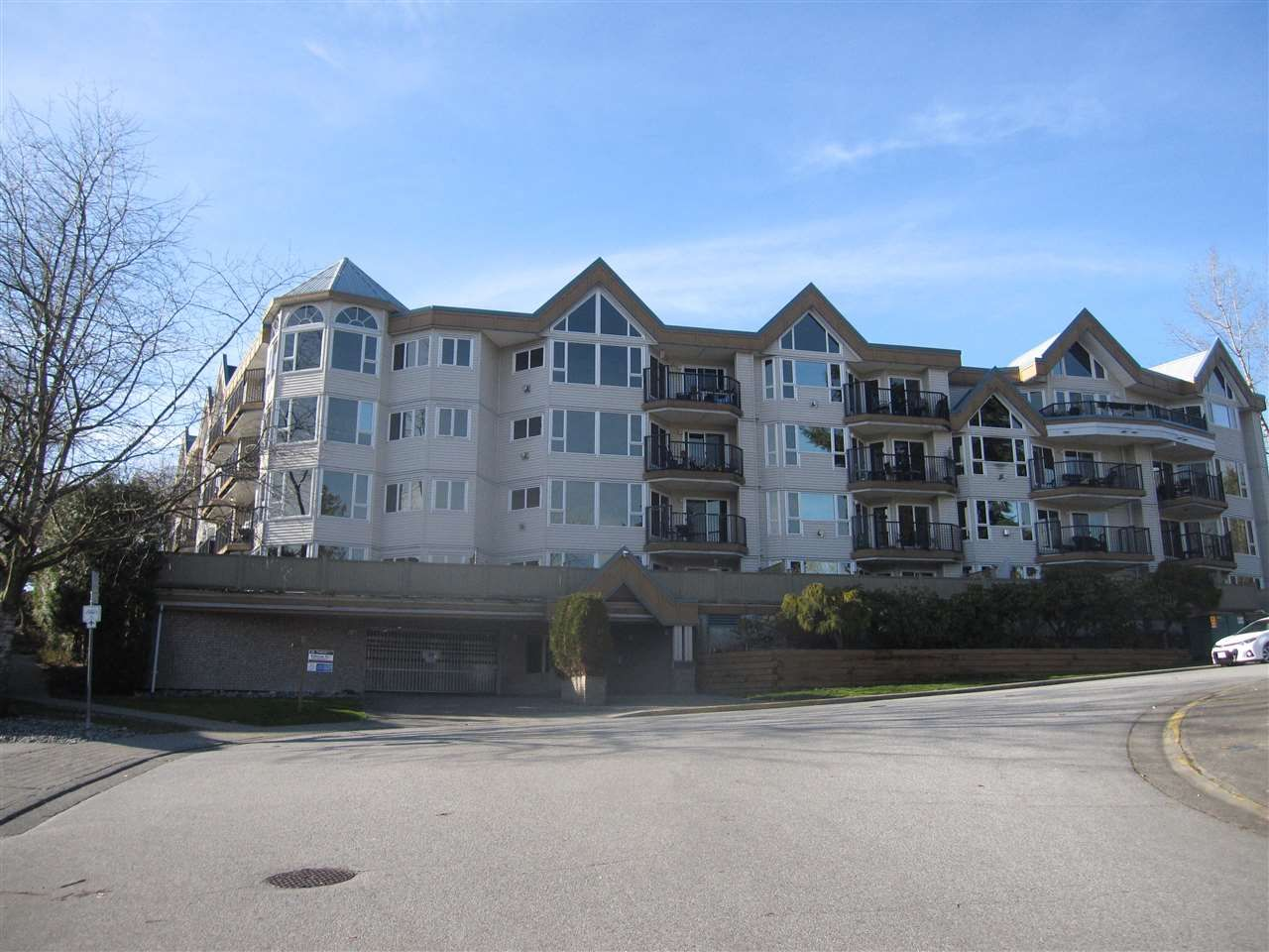 Main Photo: 411 11595 FRASER Street in Maple Ridge: East Central Condo for sale : MLS®# R2548033