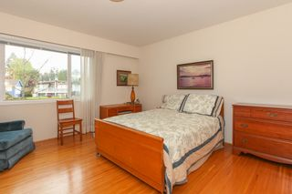"""Photo 9: 6882 YEOVIL Place in Burnaby: Montecito House for sale in """"Montecito"""" (Burnaby North)  : MLS®# V1119163"""