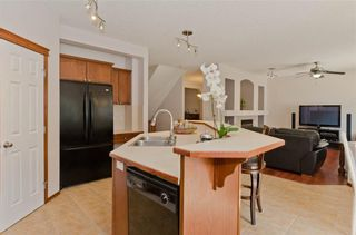 Photo 16: 70 Cresthaven Way SW in Calgary: Crestmont Detached for sale : MLS®# C4285935
