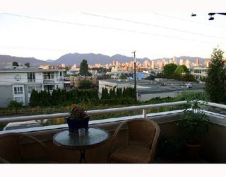 """Photo 7: 204 1870 W 6TH Avenue in Vancouver: Kitsilano Condo for sale in """"HERITAGE AT CYPRESS"""" (Vancouver West)  : MLS®# V667714"""
