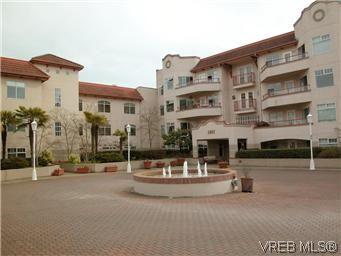Main Photo: 211 1083 Tillicum Rd in VICTORIA: Es Kinsmen Park Condo for sale (Esquimalt)  : MLS®# 573943