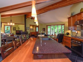 Photo 10: 330 MCLEOD STREET in COMOX: CV Comox (Town of) House for sale (Comox Valley)  : MLS®# 821647