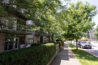 """Photo 37: PH10 1288 CHESTERFIELD Avenue in North Vancouver: Central Lonsdale Condo for sale in """"Alina"""" : MLS®# R2479203"""