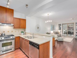 """Photo 10: 106 2959 SILVER SPRINGS Boulevard in Coquitlam: Westwood Plateau Condo for sale in """"TANTALUS"""" : MLS®# R2405133"""