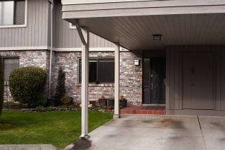 """Photo 1: 57 11771 KINGFISHER Drive in Richmond: Westwind Townhouse for sale in """"SOMERSET MEWS"""" : MLS®# R2532957"""