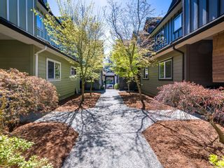 Photo 2: 104 584 Rosehill St in Nanaimo: Na Central Nanaimo Row/Townhouse for sale : MLS®# 886756