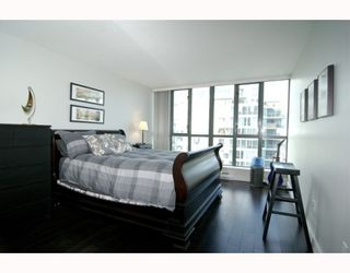 """Photo 7: 1904 1088 QUEBEC Street in Vancouver: Mount Pleasant VE Condo for sale in """"THE VICEROY"""" (Vancouver East)  : MLS®# V754003"""