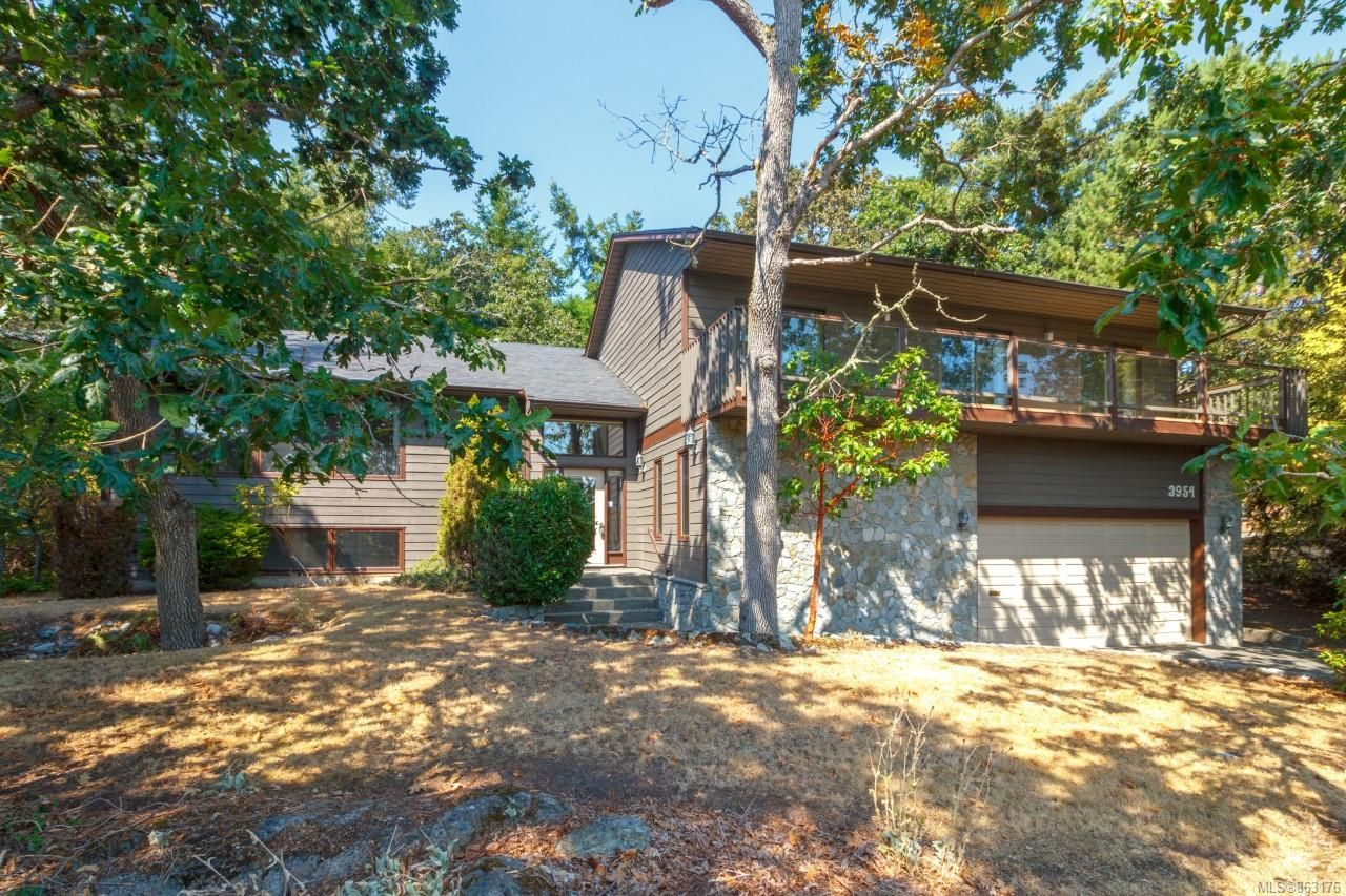 Main Photo: 3954 Arbutus Pl in : SE Ten Mile Point House for sale (Saanich East)  : MLS®# 863176