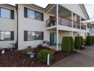 """Photo 2: 49 32959 GEORGE FERGUSON Way in Abbotsford: Central Abbotsford Townhouse for sale in """"Oakhurst"""" : MLS®# R2252811"""