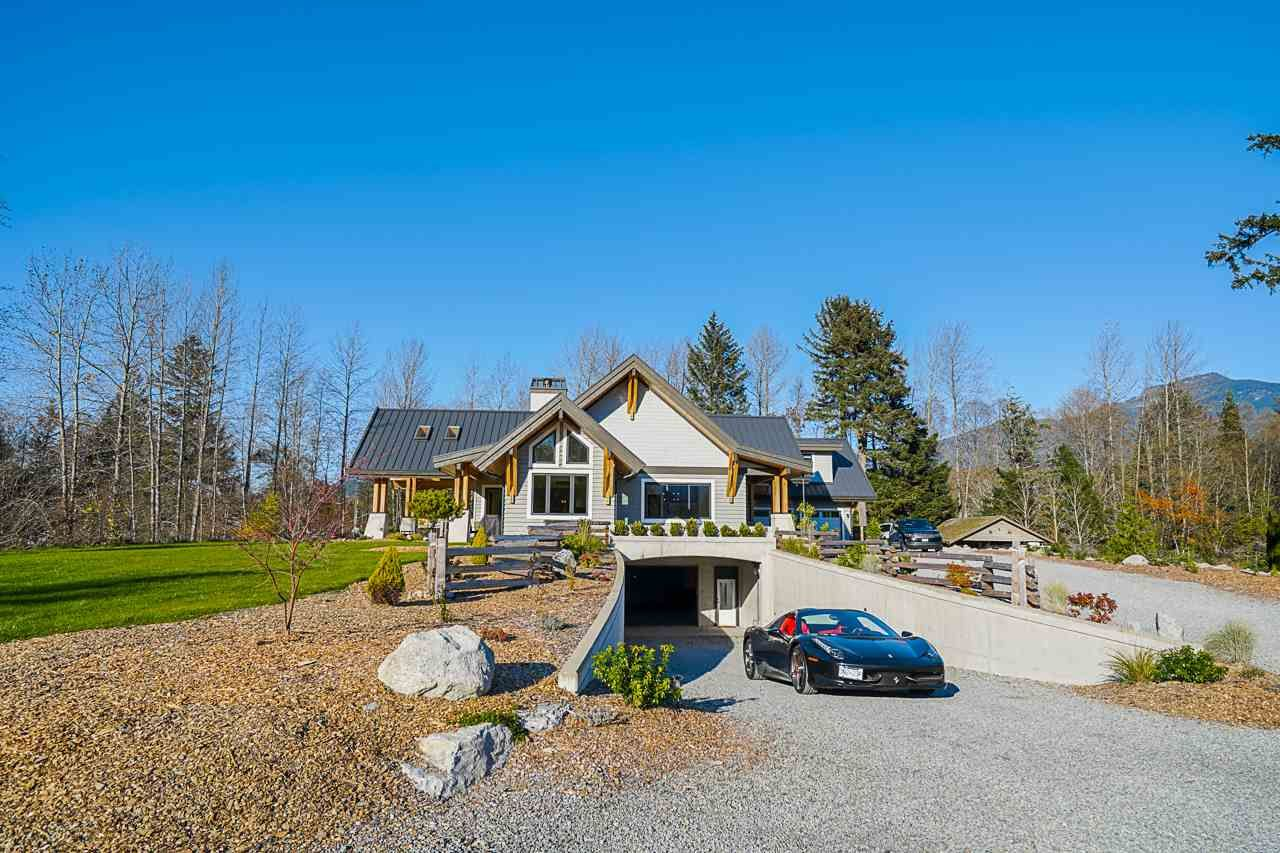 Main Photo: 41605 - 41611 GRANT Road in Squamish: Brackendale House for sale : MLS®# R2520368