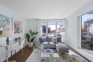 """Photo 3: 309 2008 BAYSWATER Street in Vancouver: Kitsilano Condo for sale in """"Black Swan"""" (Vancouver West)  : MLS®# R2492765"""