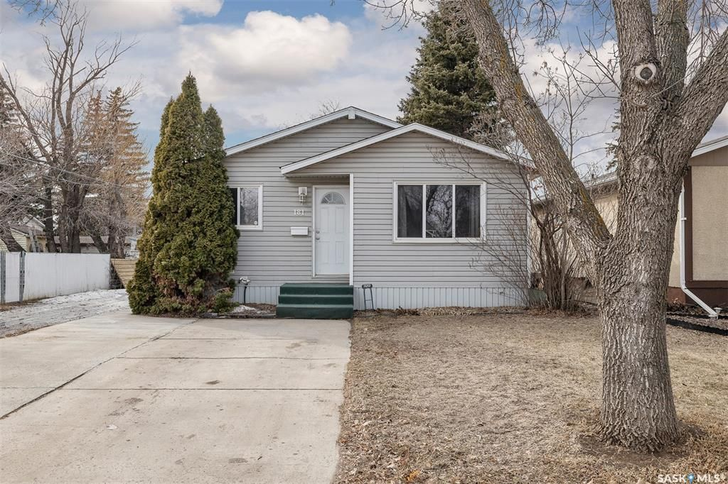 Main Photo: 181 Rita Crescent in Saskatoon: Sutherland Residential for sale : MLS®# SK849381