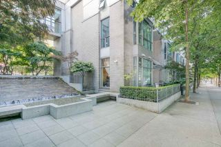 """Photo 1: 105 928 RICHARDS Street in Vancouver: Yaletown Townhouse for sale in """"SAVOY"""" (Vancouver West)  : MLS®# R2188687"""