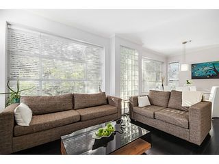 """Photo 3: 363 E 30TH Avenue in Vancouver: Main House for sale in """"MAIN STREET"""" (Vancouver East)  : MLS®# V1085412"""