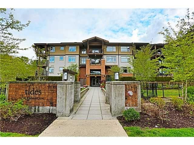 Main Photo: 107 300 KLAHANIE Drive in Port Moody: Port Moody Centre Condo for sale : MLS®# V1118205