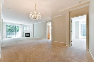 """Photo 13: 203 1705 MARTIN Drive in Surrey: Sunnyside Park Surrey Condo for sale in """"Southwynd"""" (South Surrey White Rock)  : MLS®# R2576884"""