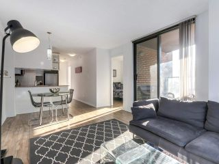 "Photo 3: 1708 1189 HOWE Street in Vancouver: Downtown VW Condo for sale in ""The Genesis"" (Vancouver West)  : MLS®# R2373933"
