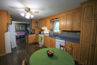 Photo 2: 122 Second Avenue Southwest in St Jean Baptiste: R17 Residential for sale : MLS®# 1925686