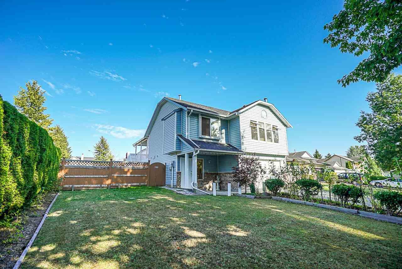 Main Photo: 9044 136B Street in Surrey: Bear Creek Green Timbers House for sale : MLS®# R2396586