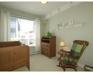 Photo 9: 14 288 ST DAVIDS Avenue in North_Vancouver: Lower Lonsdale Townhouse for sale (North Vancouver)  : MLS®# V764880