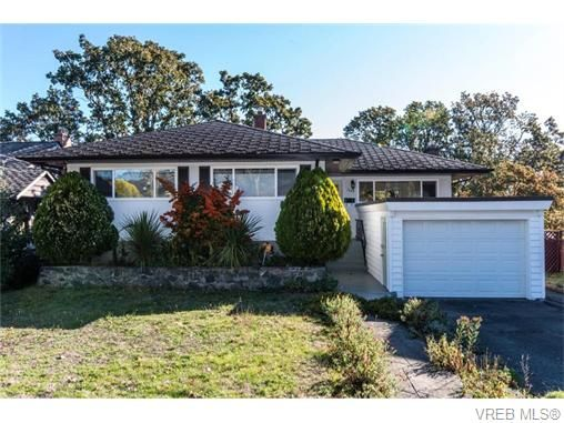 Main Photo: 1685 Yale St in VICTORIA: OB North Oak Bay House for sale (Oak Bay)  : MLS®# 743768