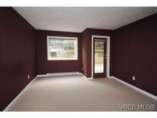 Photo 10: 111 1083 Tillicum Rd in VICTORIA: Es Kinsmen Park Condo for sale (Esquimalt)  : MLS®# 530725