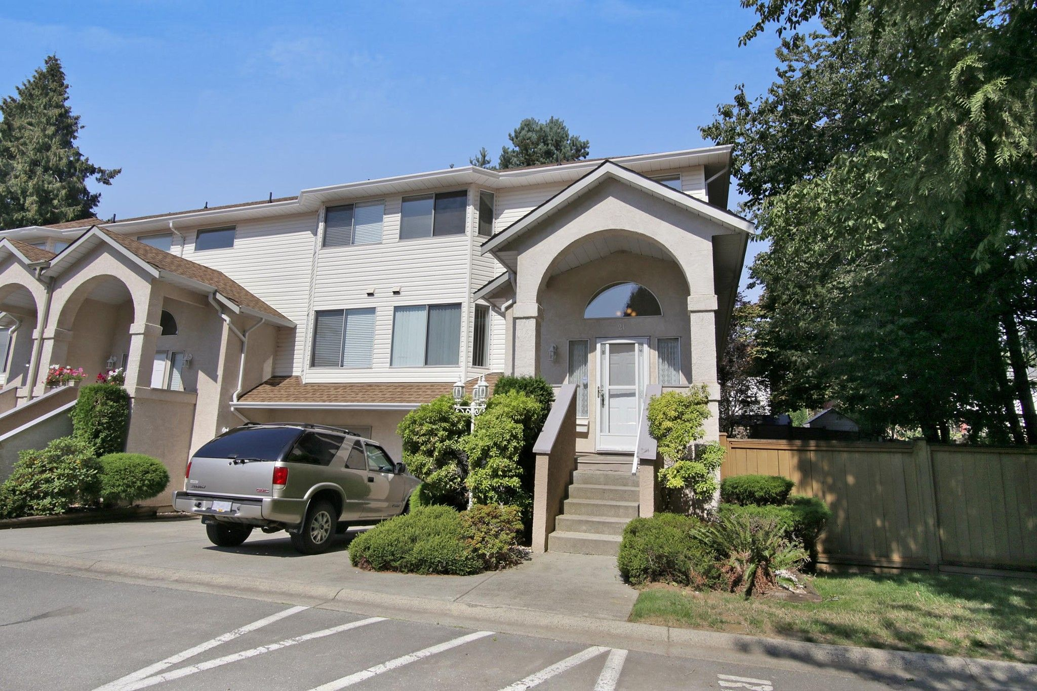 Main Photo: 21 32339 7 Avenue in Mission: Mission BC Townhouse for sale : MLS®# R2298453