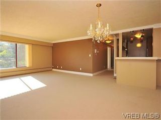 Photo 3: 206 2920 Cook St in VICTORIA: Vi Mayfair Condo for sale (Victoria)  : MLS®# 560489