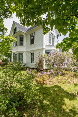 Photo 2: 20 Acadia Street in Wolfville: 404-Kings County Commercial for sale (Annapolis Valley)  : MLS®# 202011702