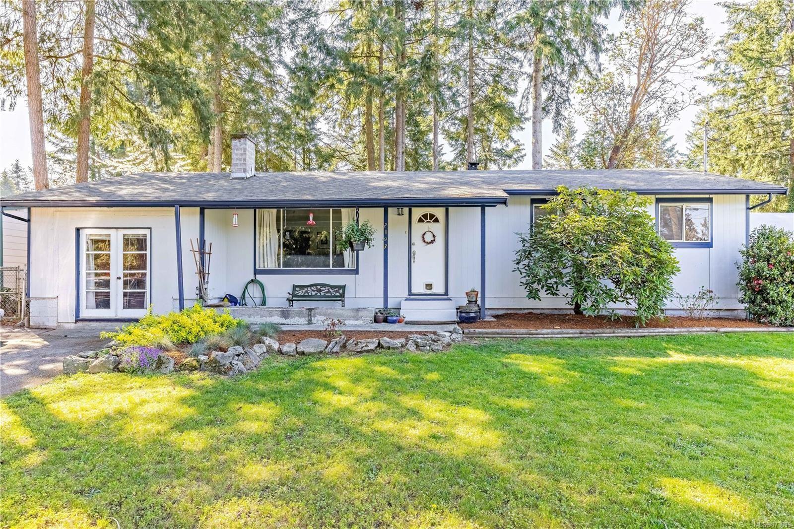 Main Photo: 2193 Blue Jay Way in : Na Cedar House for sale (Nanaimo)  : MLS®# 873899