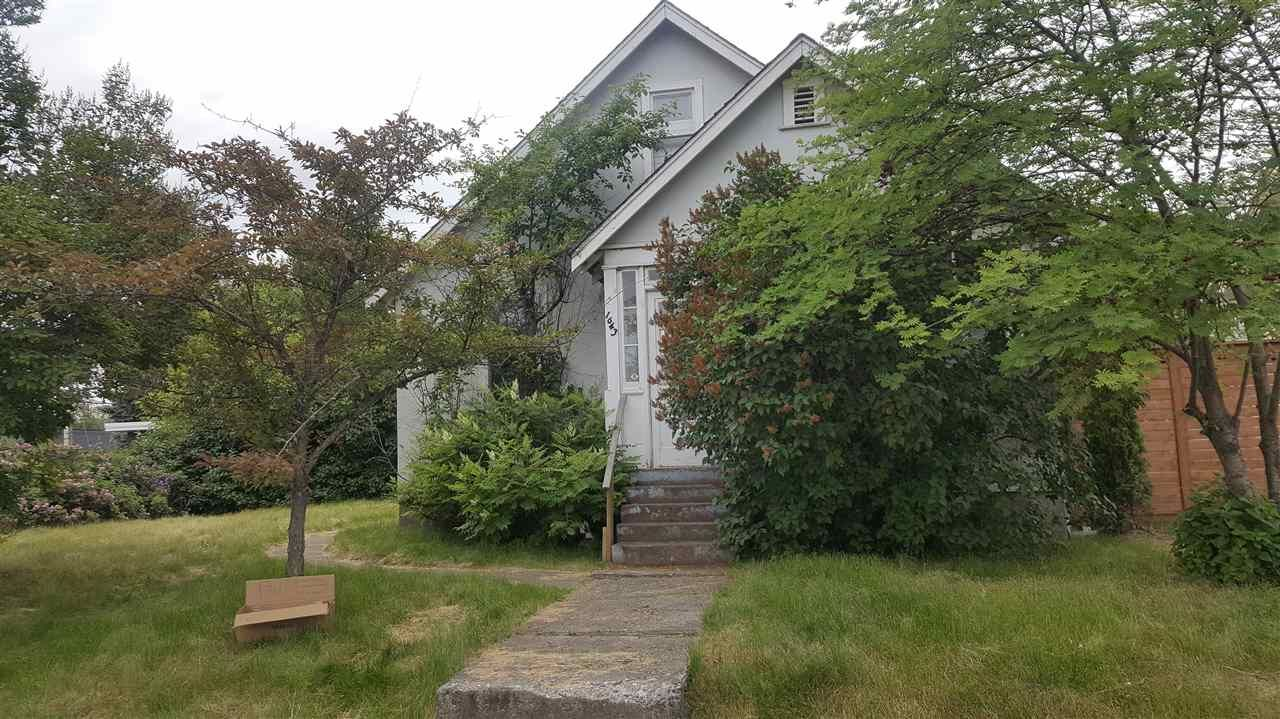 Main Photo: 1643 5TH AVENUE in : Crescents House for sale : MLS®# R2180148