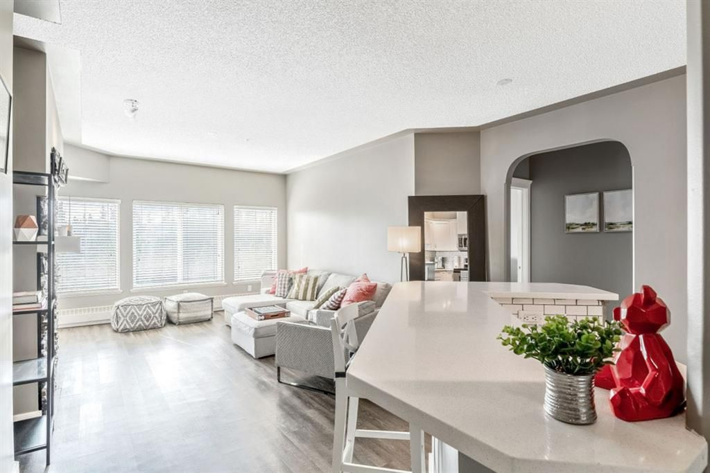 Main Photo: 526 10 Discovery Ridge Close SW in Calgary: Discovery Ridge Apartment for sale : MLS®# A1132060