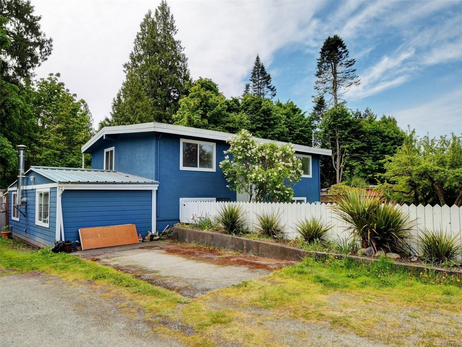 Main Photo: 6243 Derbend Rd in : Sk Billings Spit House for sale (Sooke)  : MLS®# 876296