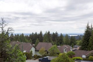 """Photo 2: 5728 OWL Court in North Vancouver: Grouse Woods Townhouse for sale in """"Spyglass Hill"""" : MLS®# R2266882"""