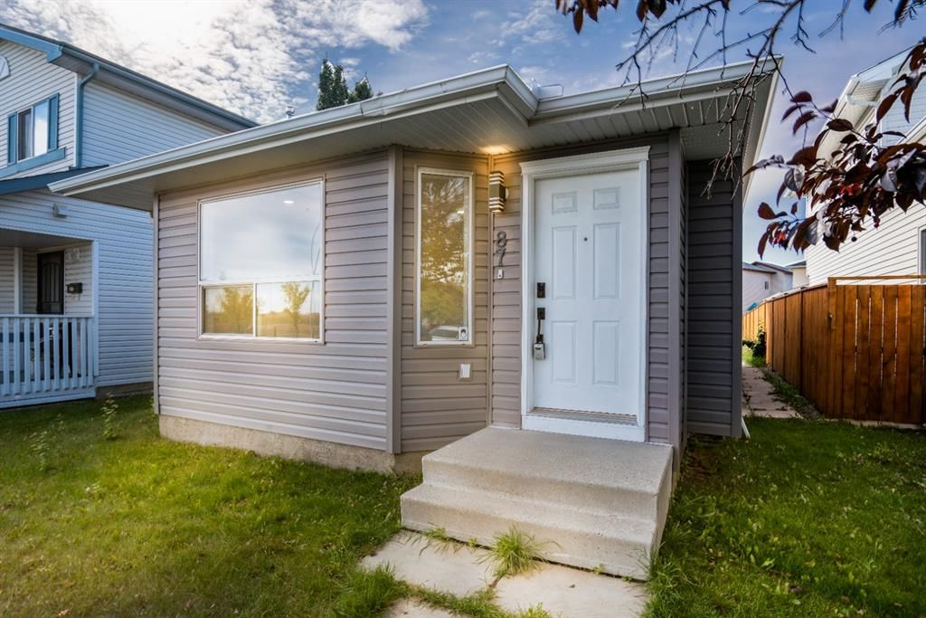 Main Photo: 87 Applebrook Circle in Calgary: Applewood Park Detached for sale : MLS®# A1144093