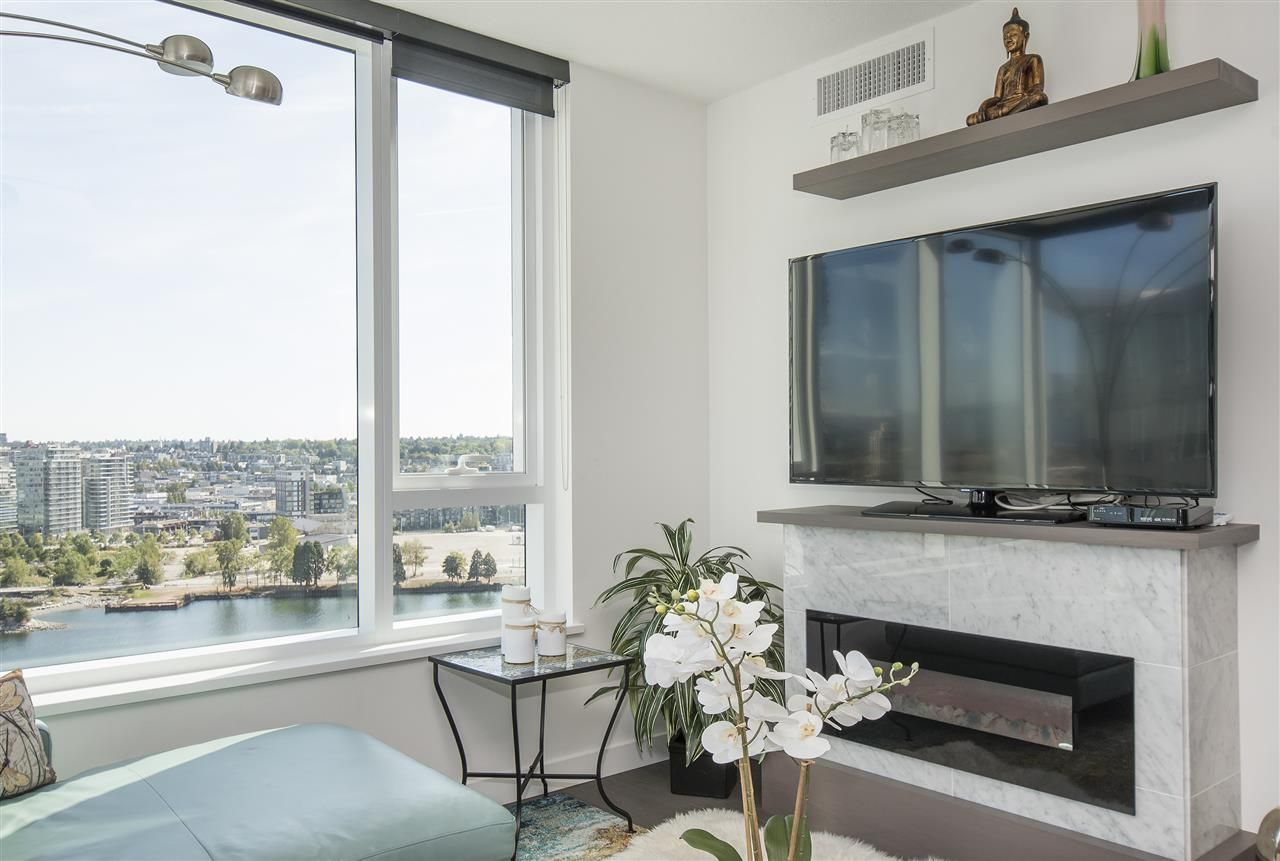 """Photo 5: Photos: 1908 68 SMITHE Street in Vancouver: Downtown VW Condo for sale in """"1 PACIFIC"""" (Vancouver West)  : MLS®# R2216431"""