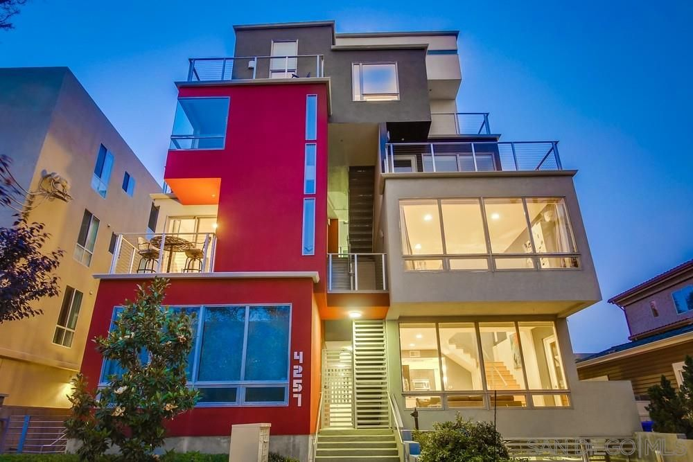 Main Photo: HILLCREST Condo for sale : 2 bedrooms : 4257 3Rd Ave #5 in San Diego