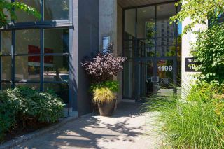 "Photo 3: 706 1199 SEYMOUR Street in Vancouver: Downtown VW Condo for sale in ""BRAVA"" (Vancouver West)  : MLS®# R2531853"