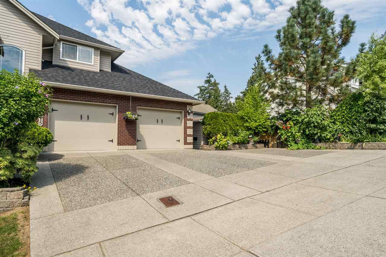 """Photo 3: Photos: 35715 LEDGEVIEW Drive in Abbotsford: Abbotsford East House for sale in """"Ledgeview Estates"""" : MLS®# R2481502"""