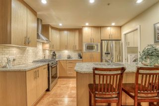 """Photo 5: 107 16421 64 Avenue in Surrey: Cloverdale BC Condo for sale in """"St. Andrews"""" (Cloverdale)  : MLS®# R2458467"""