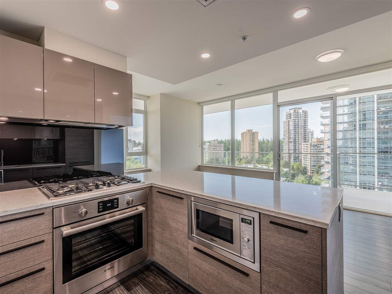 """Main Photo: 1106 6383 MCKAY Avenue in Burnaby: Metrotown Condo for sale in """"Gold House North Tower"""" (Burnaby South)  : MLS®# R2489328"""