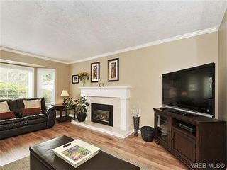 Photo 3: 2422 Twin View Dr in VICTORIA: CS Tanner House for sale (Central Saanich)  : MLS®# 650303