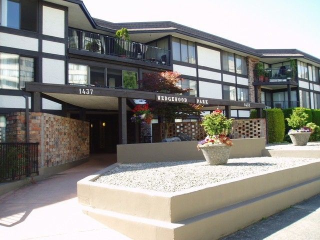 """Main Photo: 212 1437 FOSTER Street: White Rock Condo for sale in """"WEDGEWOOD"""" (South Surrey White Rock)  : MLS®# F1401129"""