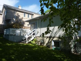 Photo 3: 1727 23 Avenue NW in Calgary: Capitol Hill Detached for sale : MLS®# A1098336